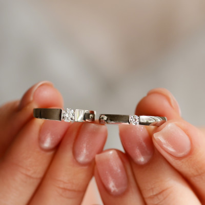 Gold engagement ring with 0.25 ct diamond MOVIK