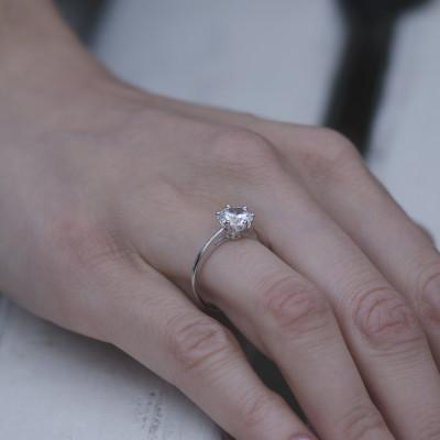 Zlatý zásnubní prsten s diamantem OLLY
