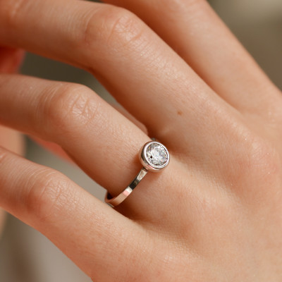 Engagement ring with moissanit 0.79ct ORELIA