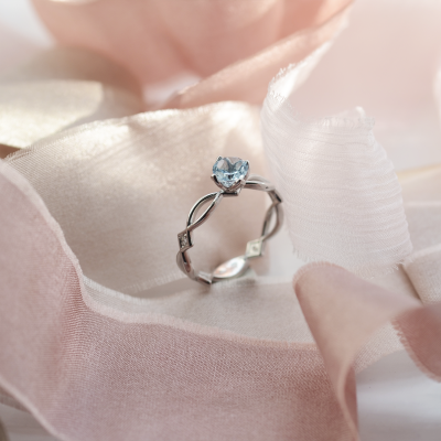 Gold ring with aquamarine and diamonds QUEEN
