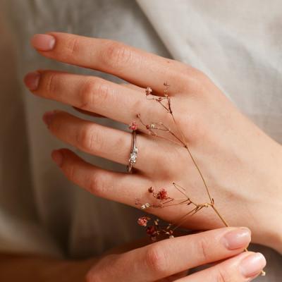 Zásnubní zlatý prsten s diamantem ROSNI