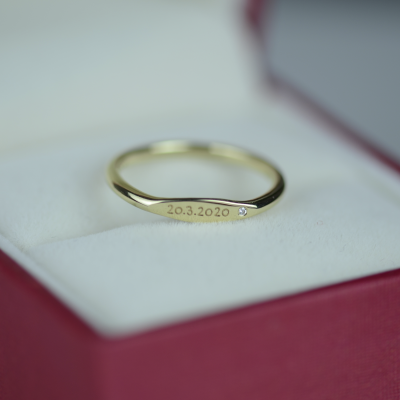 A minimalistic silver ring with optional engraver UNSEK