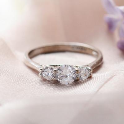 VIZO gold diamond dressing engagement ring