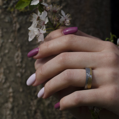 Matné snubní prsteny s diamanty z kombinovaného zlata DIDO