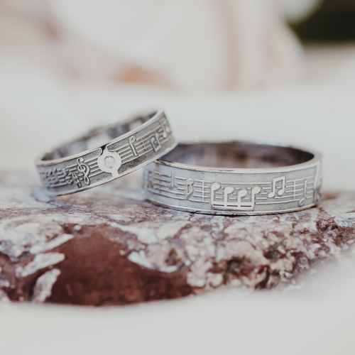 Music themed wedding rings made of gold FERMO