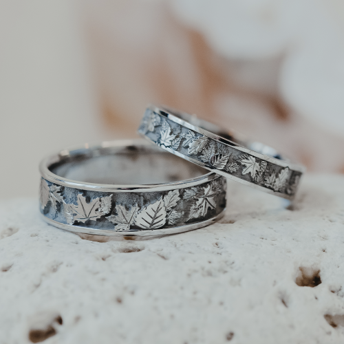 Gold wedding bands with autumn leaves GELA