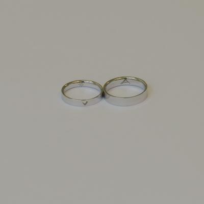 Gold wedding rings with custom engraving GRAVI