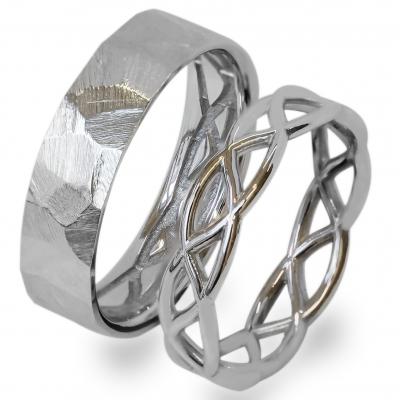 Crossed golden wedding rings JAS