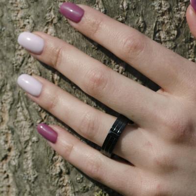 Zlaté snubní prsteny pokryté černým rutheniem a černým diamantem LENSVE
