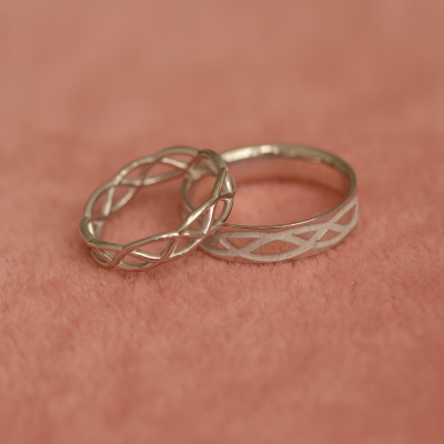 Matching wedding rings with ornament LESI