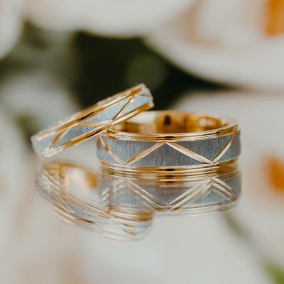 Snubní prsteny s geometrickými tvary z kombinovaného zlata LUND