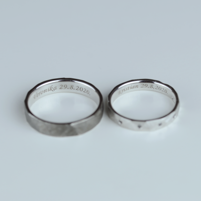Hammered white gold wedding rings with black diamonds MILANO