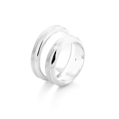 Netradiční snubní prsteny z bílého zlata NEXO - klasika pro oba