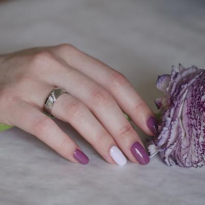 Klasické zlaté snubní prsteny s diamanty VESTA
